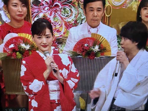 綾瀬はるか紅白2019衣装のブランドは?過去の衣装も紹介