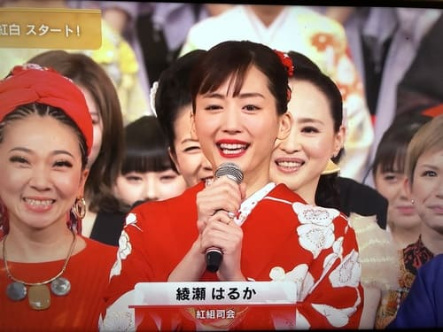 綾瀬はるか紅白2019衣装ドレスのブランドは?髪型のオーダー方法も紹介
